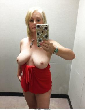 New milf naked pussy selfie