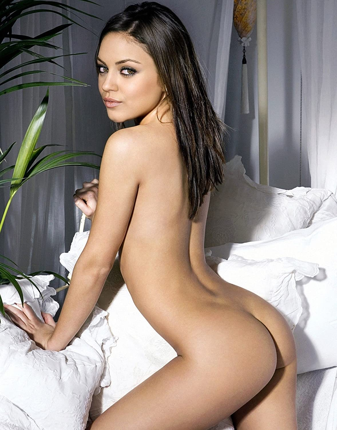 Young mila kunis naked