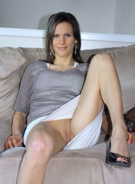 Upskirt panties milf no