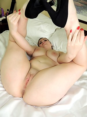 Shaved white pussy ass