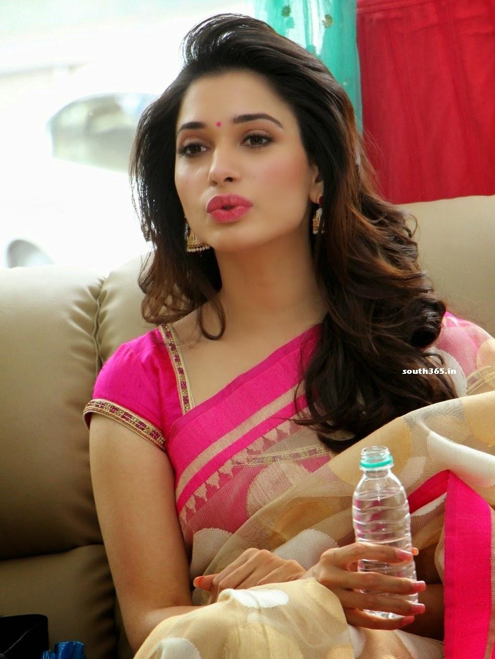 Sexy aunty in saree hd