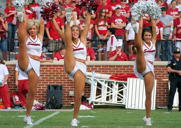 College cheerleader wardrobe malfunction