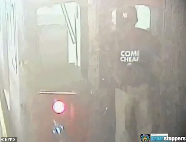 Girl strips in italian subway