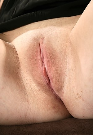 Close pussy mom up shaved