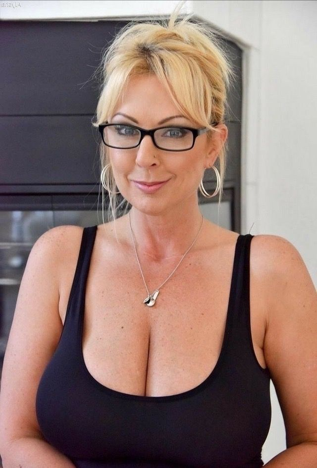 Beautiful middle aged blonde women milf