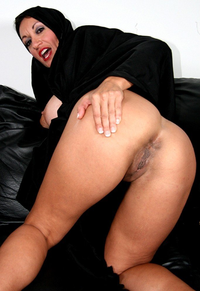 Covered arab women pussy