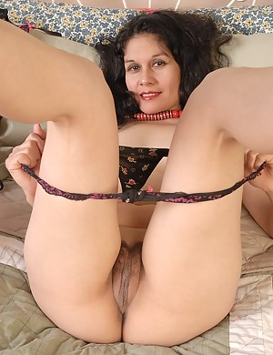 Nude big moms showing pussy