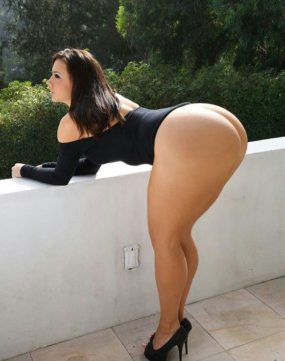Thick wide hips plus thick legs upskirt