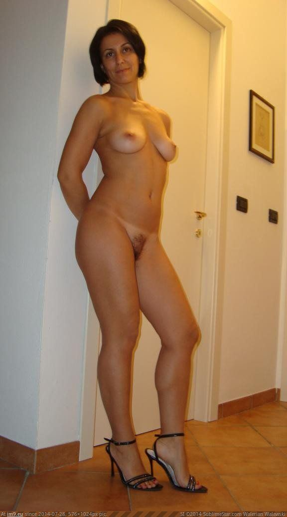 Wife standing nude pics