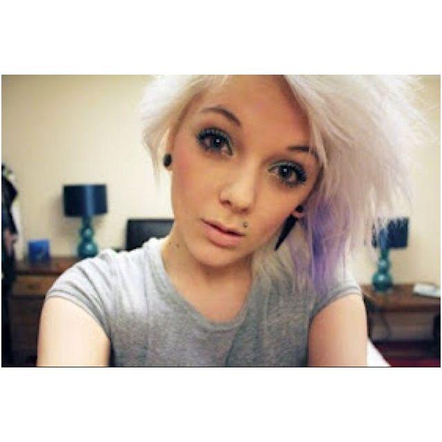 Blonde with monroe piercing