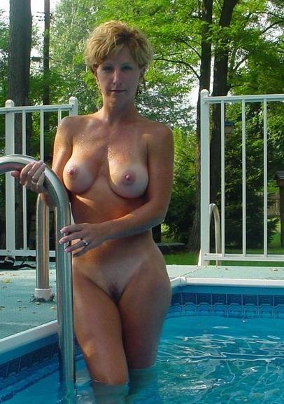 Nude skinny dipping milfs