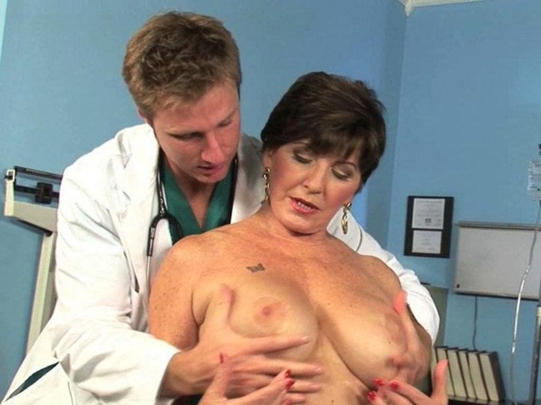 Oral sex mature woman having