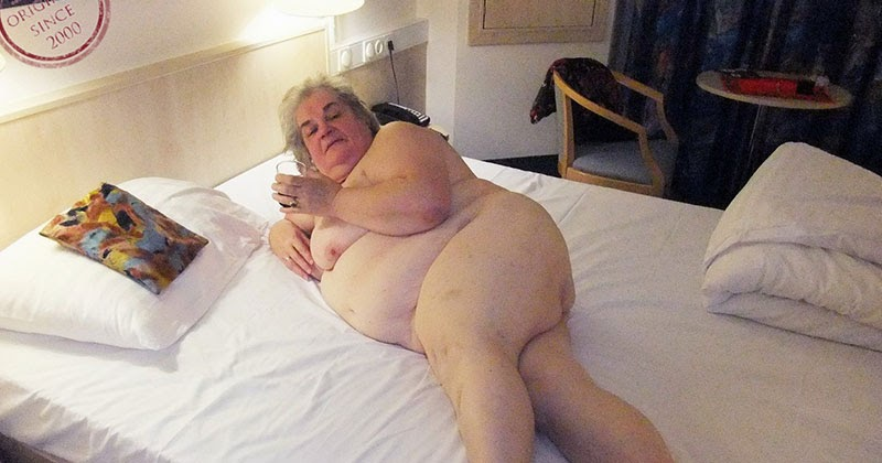 Naked bbw in bed
