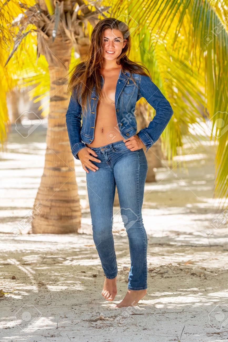 Island model nude photos