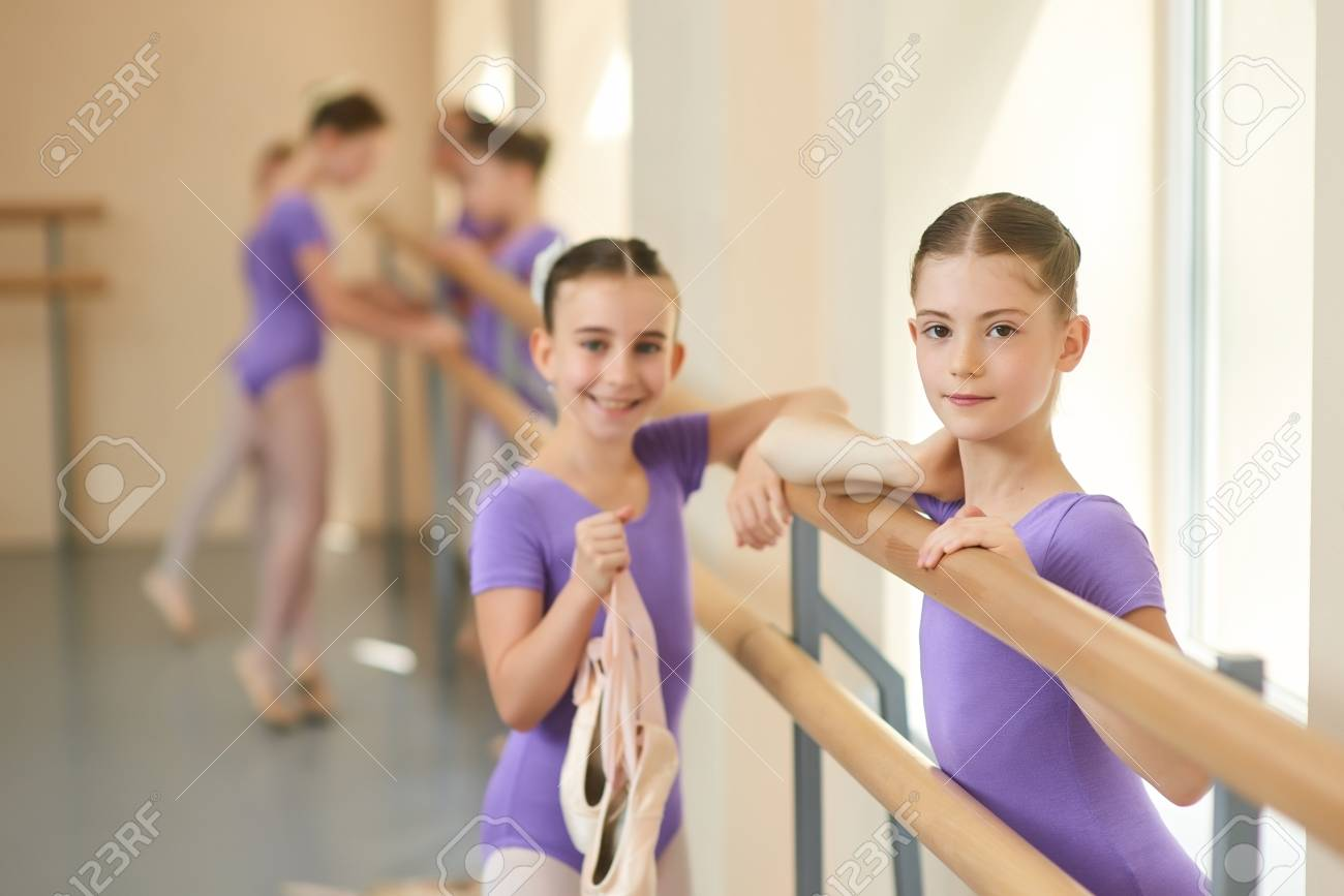 Teen girl ballet dancers