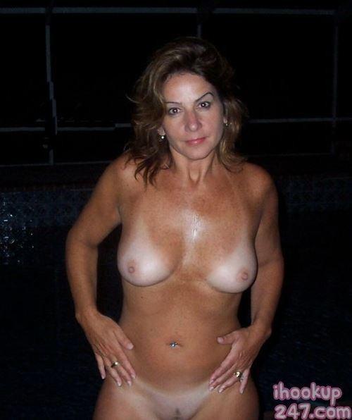 Hot cougar moms nude