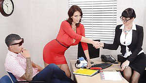 Wives amateur brunette handjob