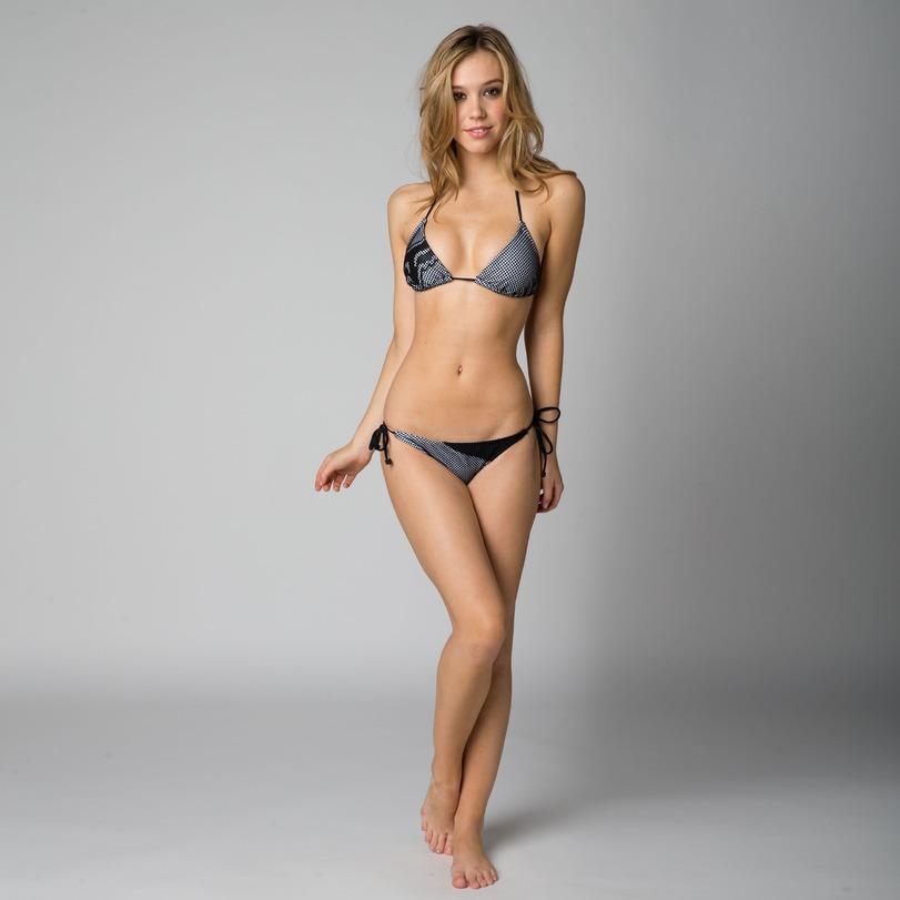 High resolution nude woman