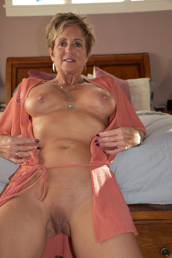 Amateur mature slut pussy pic