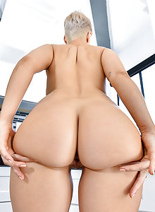 Big booty sexy blonde nud