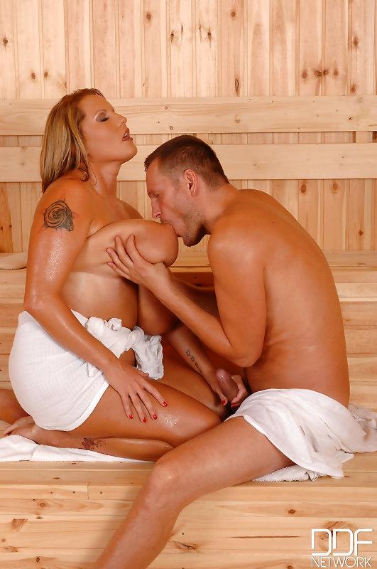 Laura orsolya sauna nude