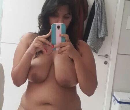 Chubby girl boobs selfie