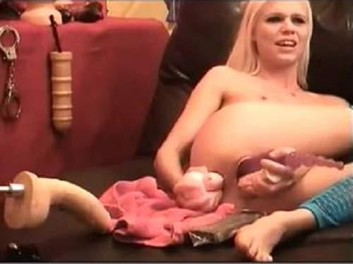 Skinny girl fucking dildo machine