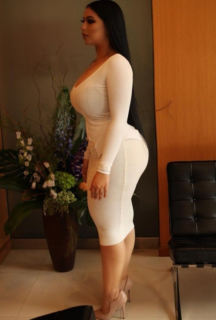 Nude curvy arabian with wide hips