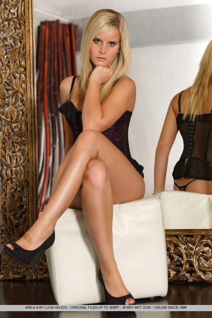Met art blondes legs and feet