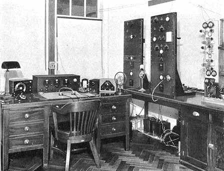 Vintage ham radio am stations