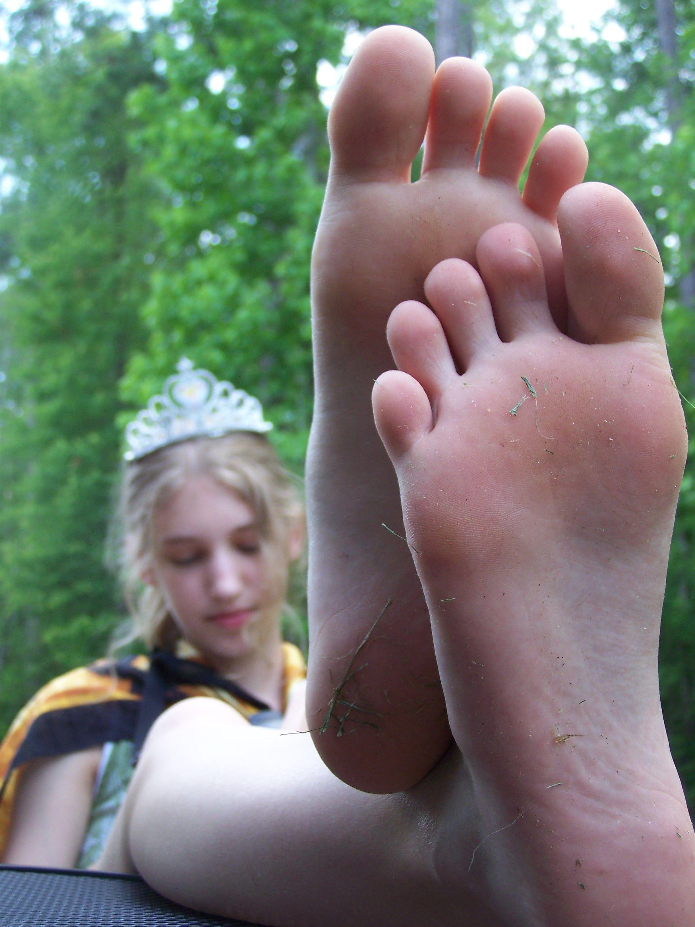 Young brunette teen feet
