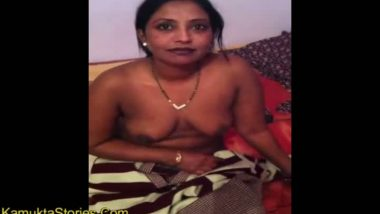 Desi boobs in saree