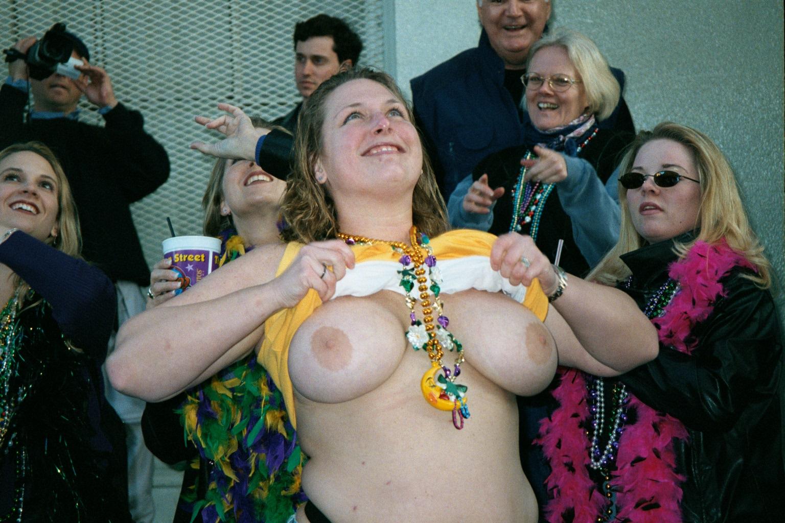 Mardi gas flassing boob
