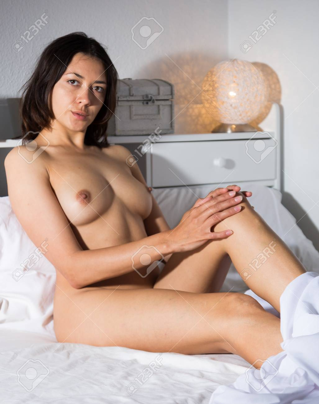 Lady nude bed sexy on
