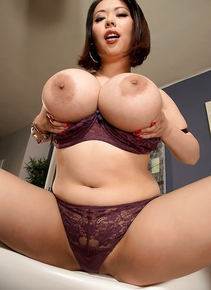 Galery big boobs japanese hd