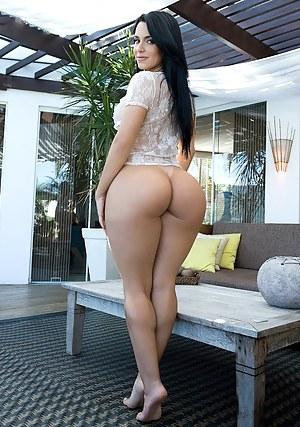 Huge ass women naked