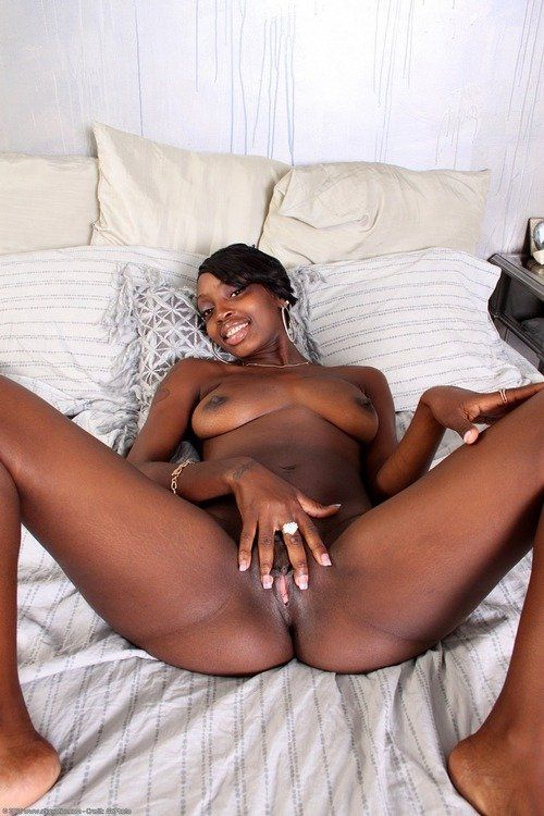 Cute nude african pussy show