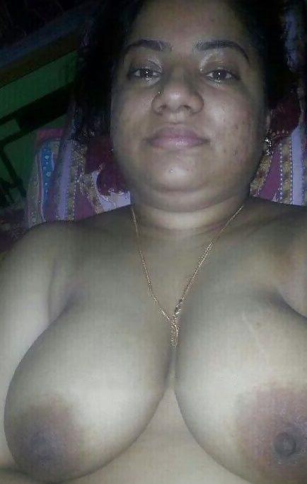 Nude aunties selfie photos