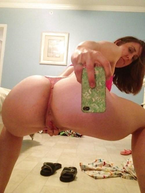New milf naked pussy selfie