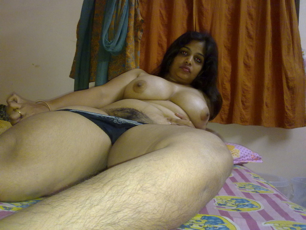 Desi mature old aunty hairy pussy