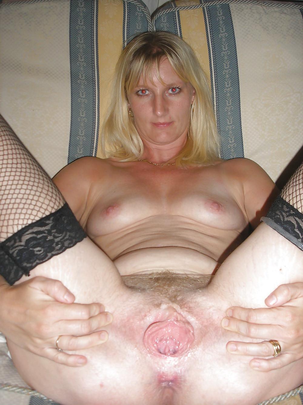 Amateur mature women spread pussy