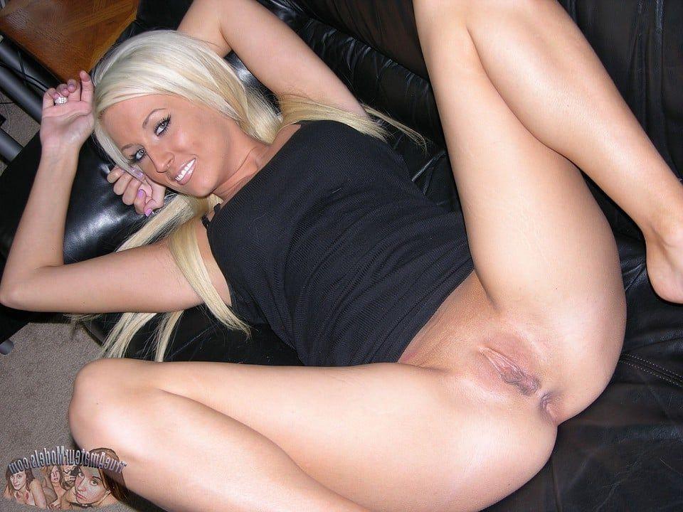 Slim amateur girls nude