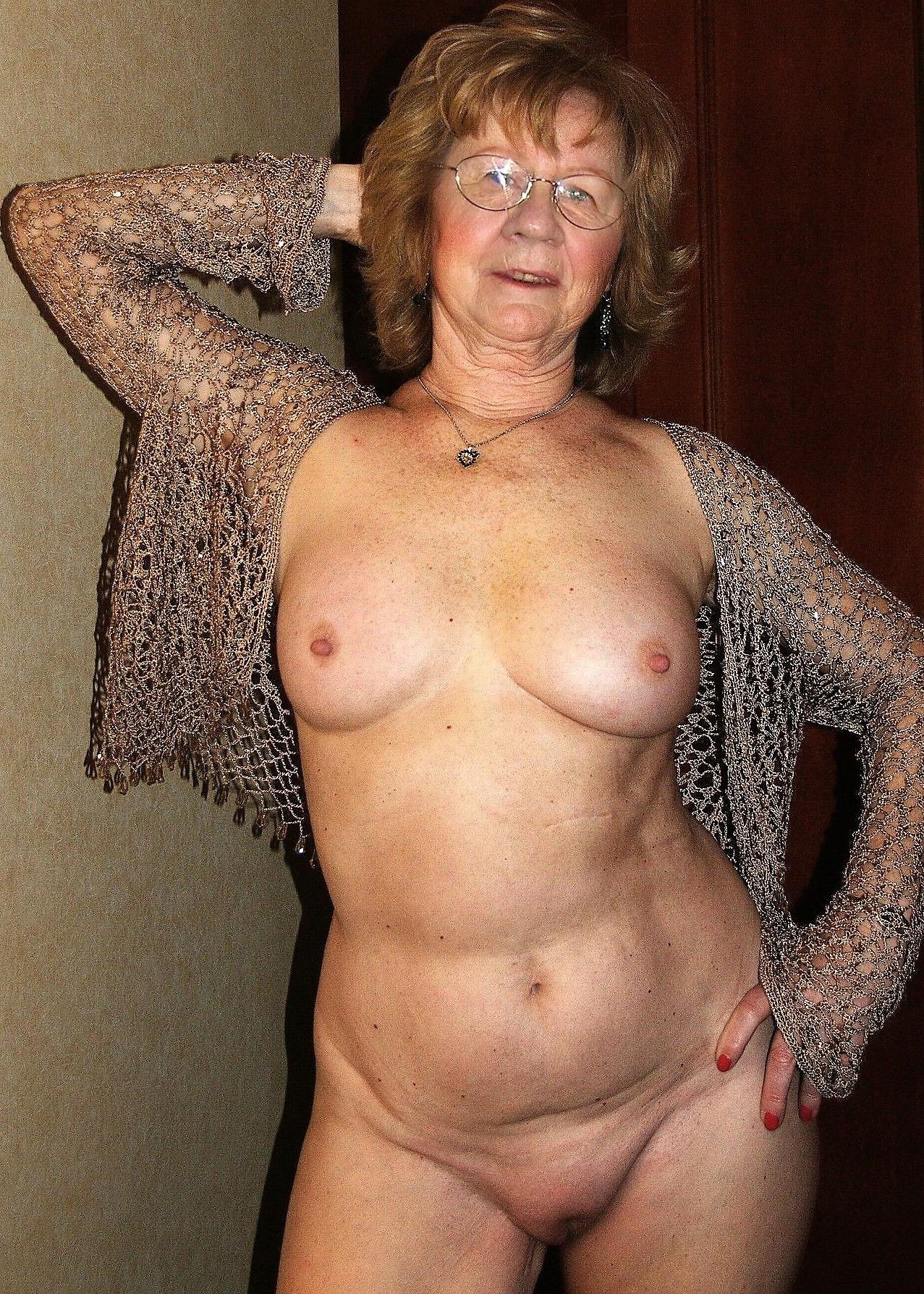 Sexy mature granny naked