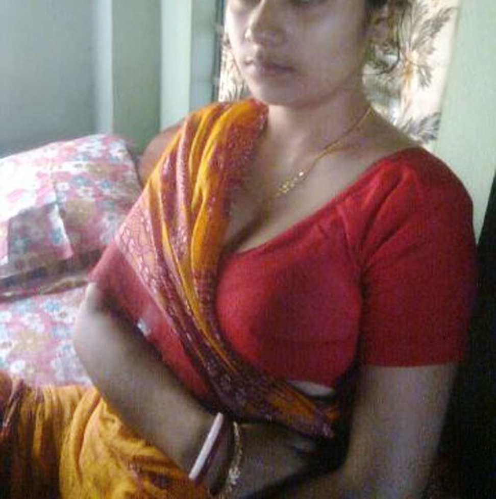 Hot bhabhi show boob in blouse