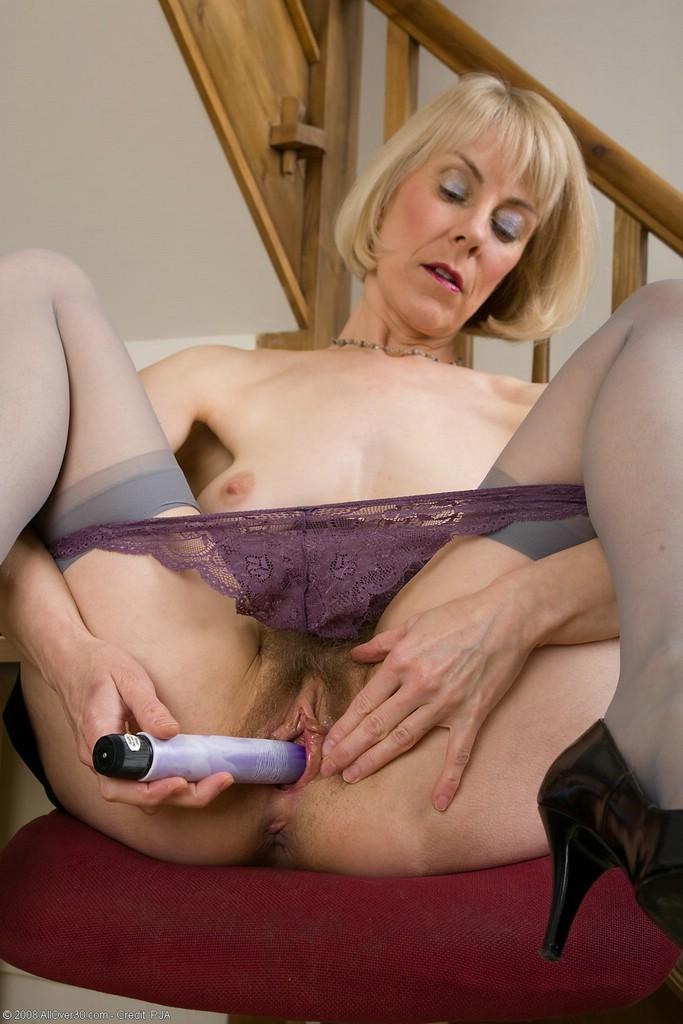 Hairy blonde mature porn