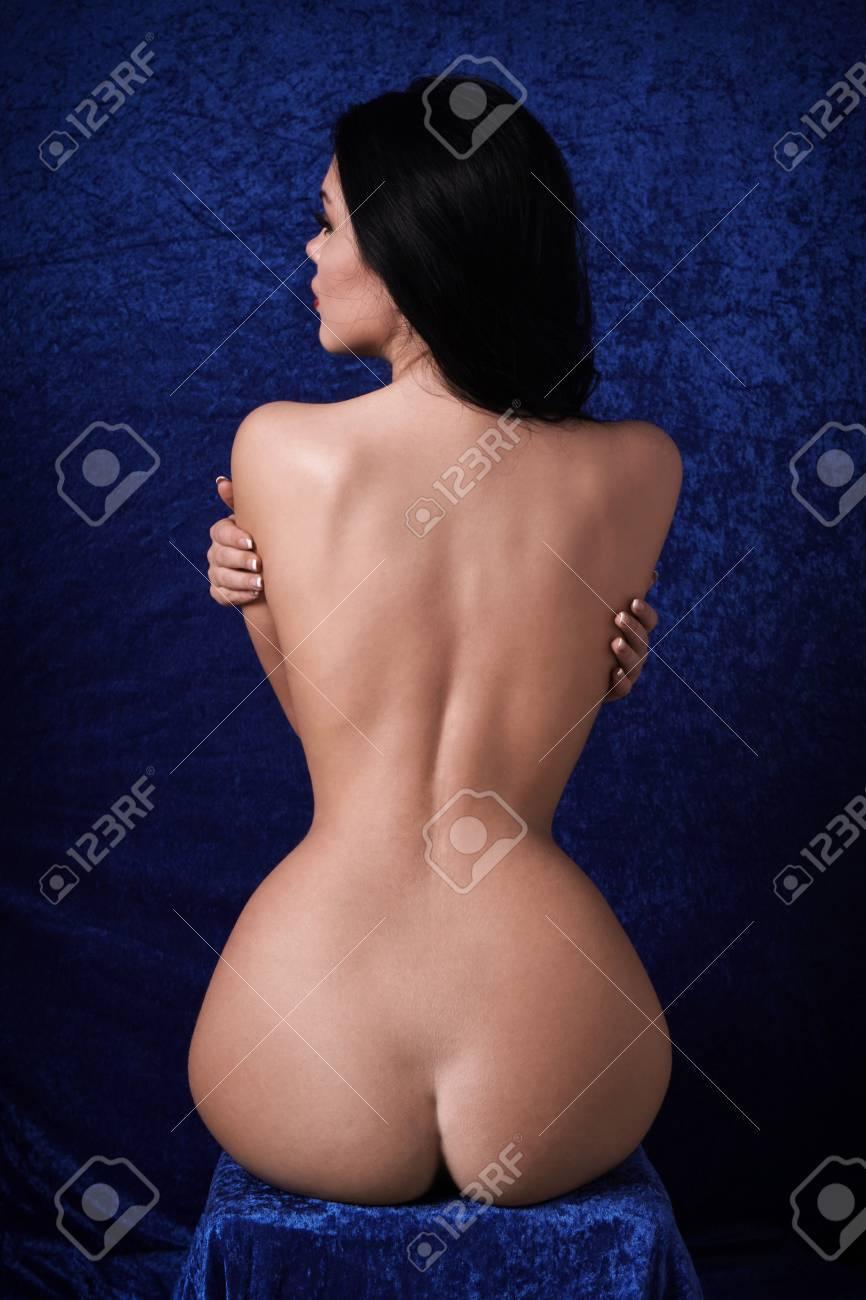 Girl nude hourglass body shape