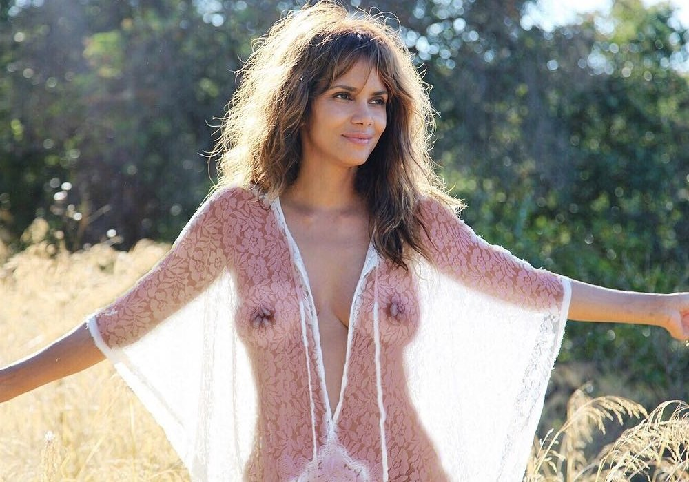 Halle berry nude naked boobs