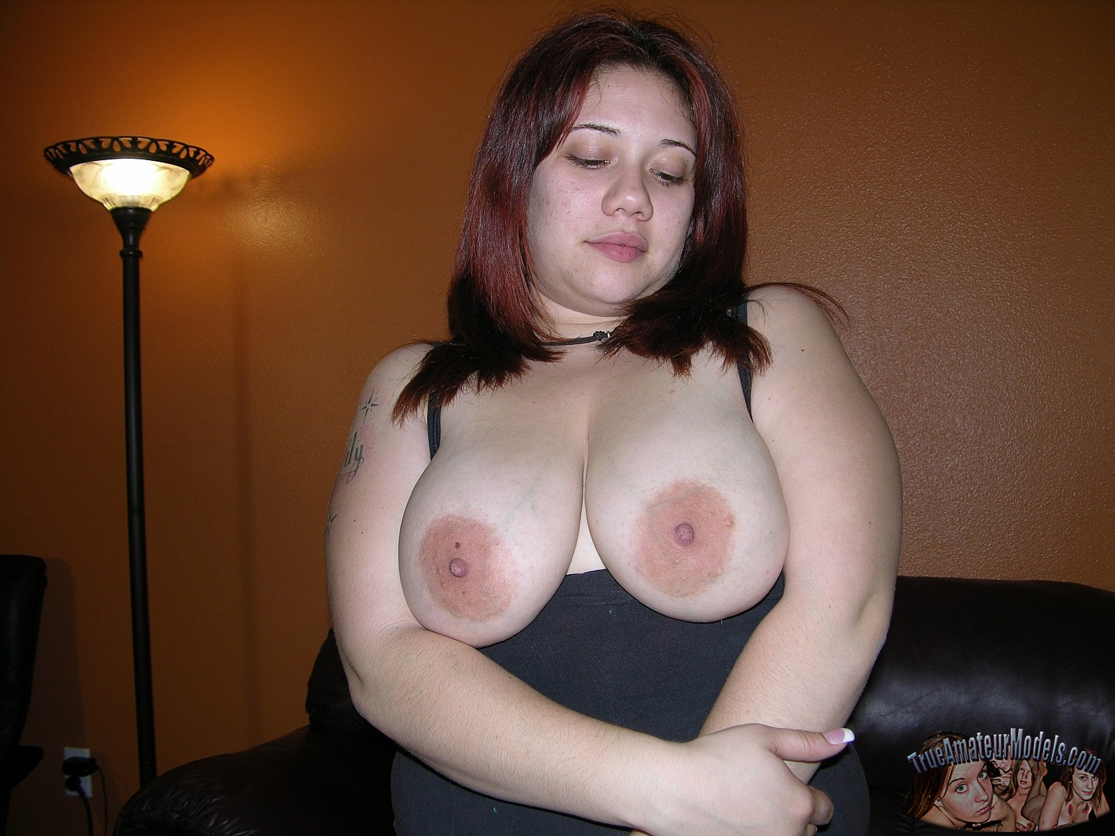 Chubby amateur girl next door spreading