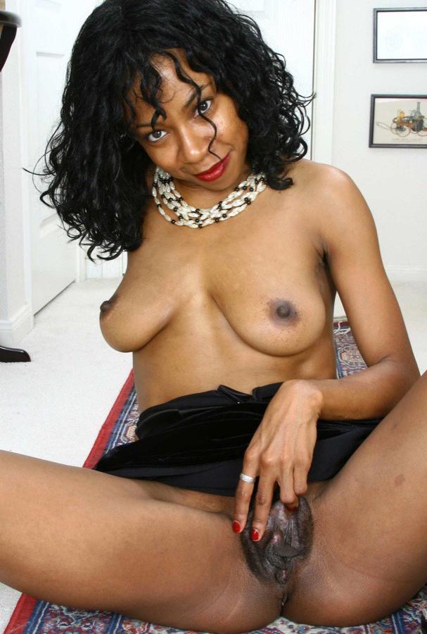 Black ebony mature pussy