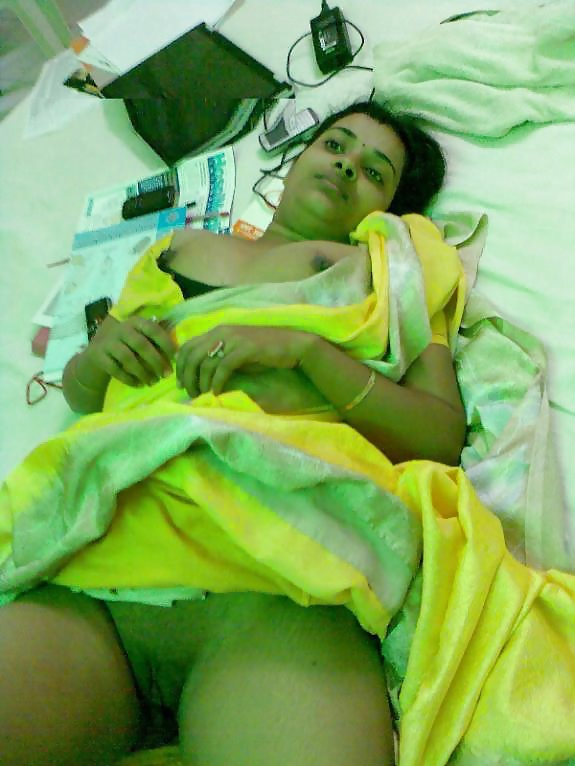 Aunty green saree nude